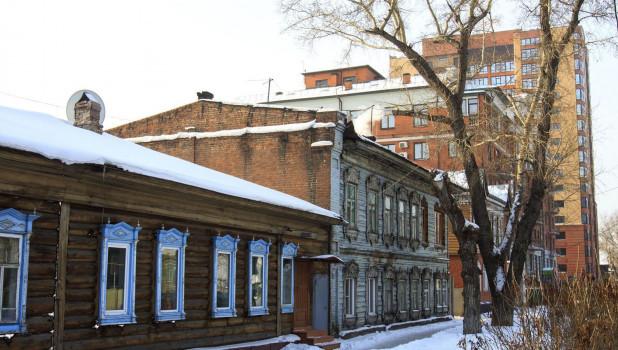Деревянные дома в Барнауле. Зима.