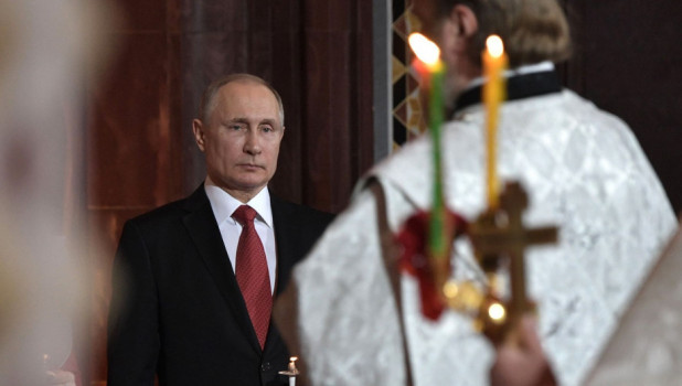 Владимир Путин на пасхальном богослужении в храме Христа Спасителя.