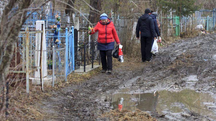 Родительский день в Барнауле. Власихинское кладбище.