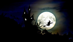 Ведьма. Луна. Ночь