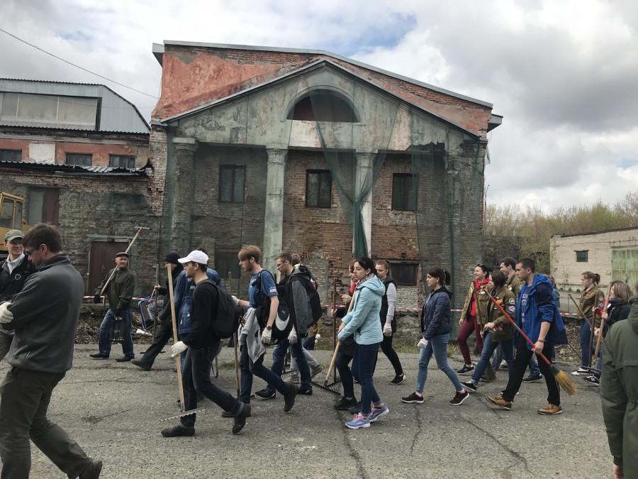 130-й субботник на территории бывшего сереброплавильного завода Барнауле. 12 мая 2018 года. Фото: altapress.ru