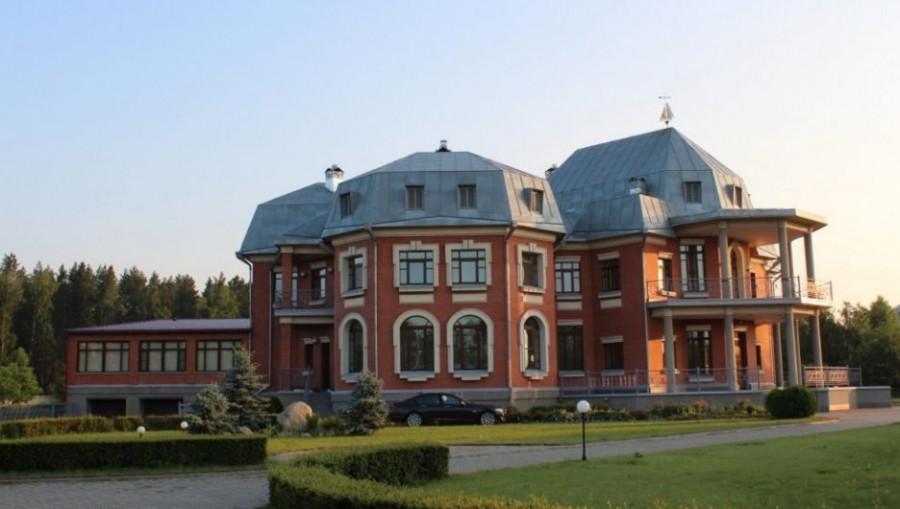 Под Бийском продают коттедж за 190 млн рублей