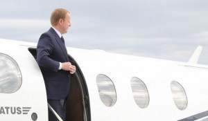 Виктор Томенко прилетел в Барнаул.