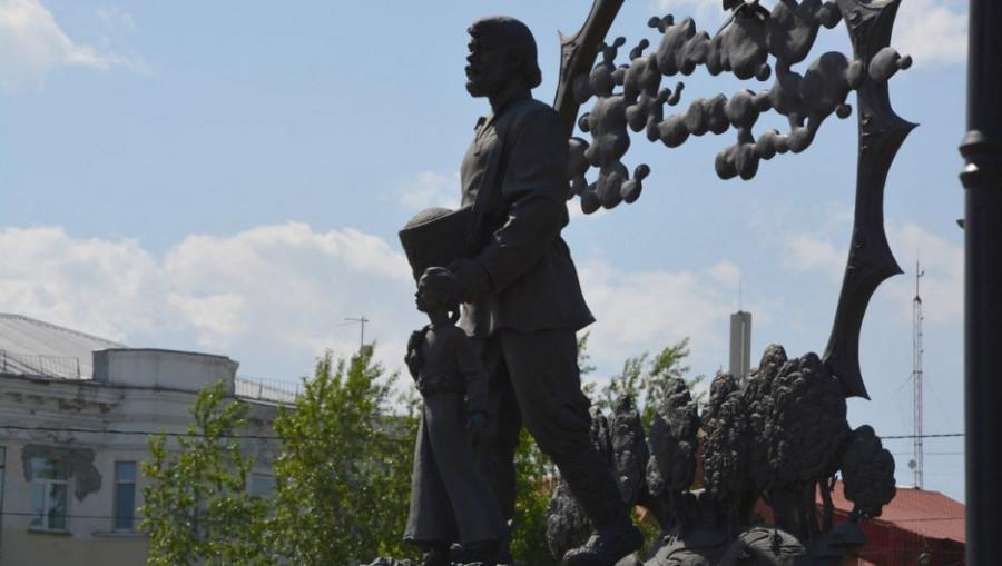 """""""Удар Сеятеля"""" на площади Октября."""