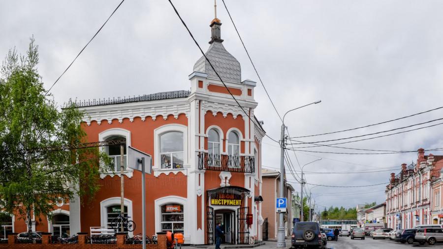"""Торговый дом купца Смирнова, в наше время - магазин """"1000 мелочей""""."""