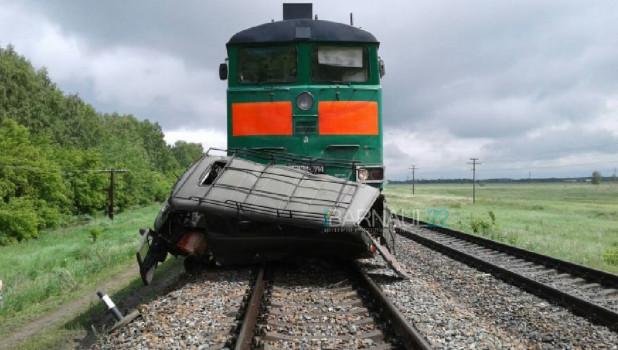 В Алтайском крае поезд смял УАЗ.