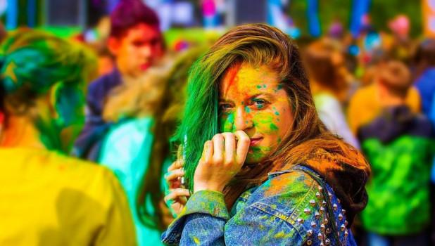 Молодежь. Фестиваль красок.