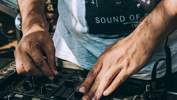 Диджей. Музыка.