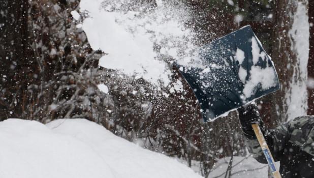 Уборка снега, лопата.