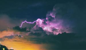 Непогода. Шторм и молнии.