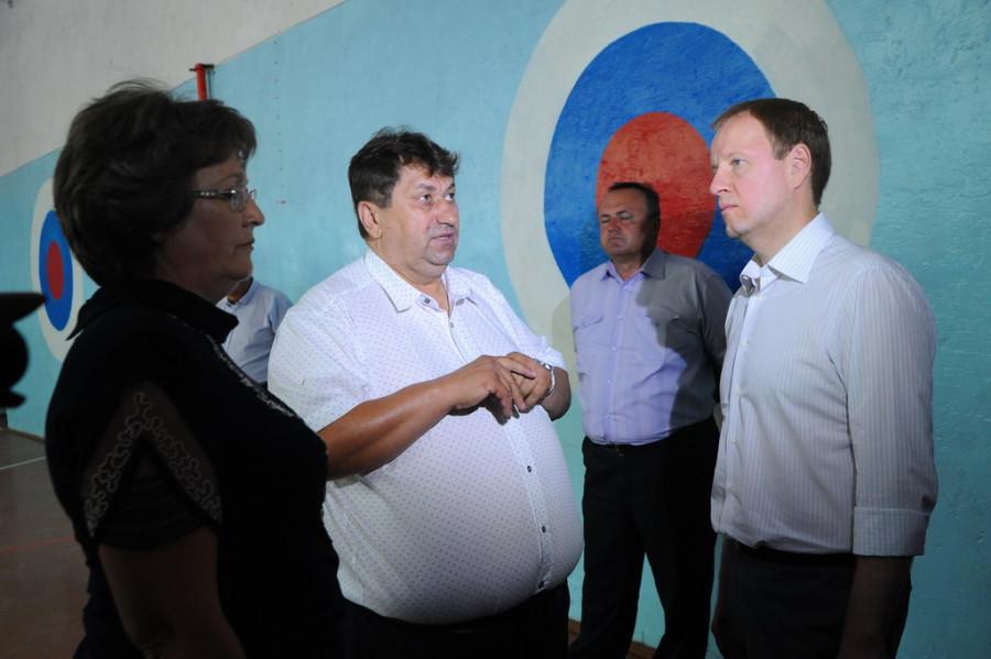 Андрей Науменко, глава администрации Романовского района (в центре).