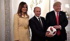 Владимир Путин подарил Дональду Трампу мяч ЧМ-2018.