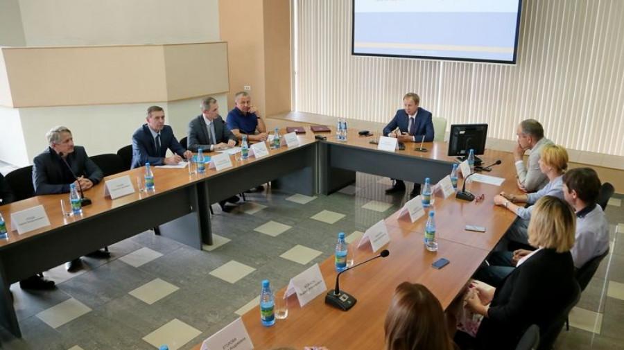 Виктор Томенко провел встречу с представителями торговых сетей в Алтайском крае.