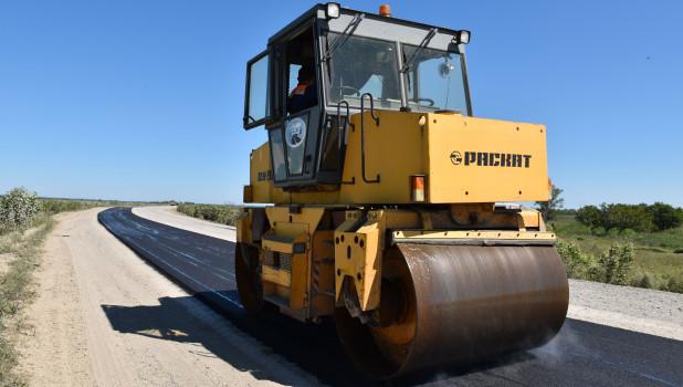 Строительство дороги в Усть-Пристанском районе.