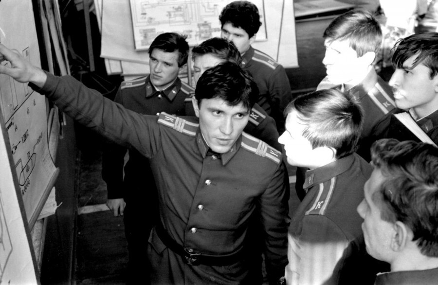 """Вице-спикер назвал провокацией """"ночной вброс курсантов нацгвардии"""" на выборах в Новосибирске"""