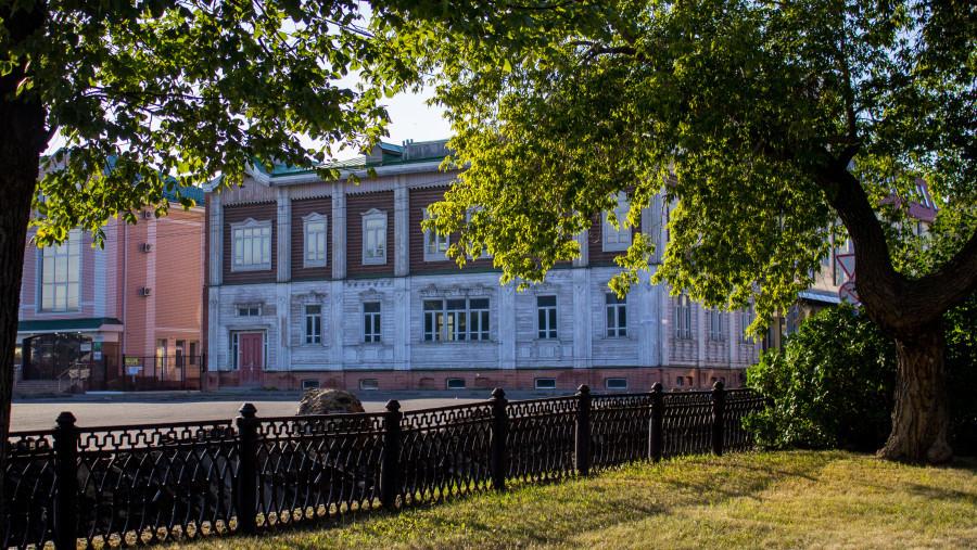Здание рядом с площадью Свободы в Барнауле.