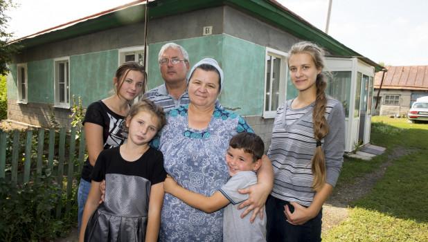 Семья погорельцев Титовых из немецкого национального района