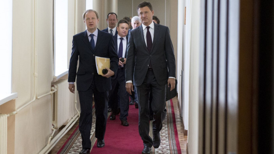 Заявление по Каменскому району Виктор Томенко сделал в ходе визита министра энергетики РФ Александра Новака (справа).