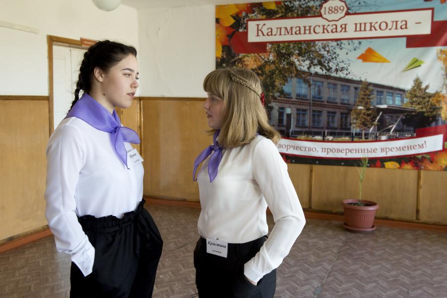 Виктор Томенко посетил школу в Калманском районе