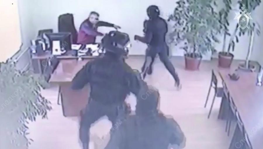 """В Барнауле задержали руководителя """"Горзеленхоза""""."""