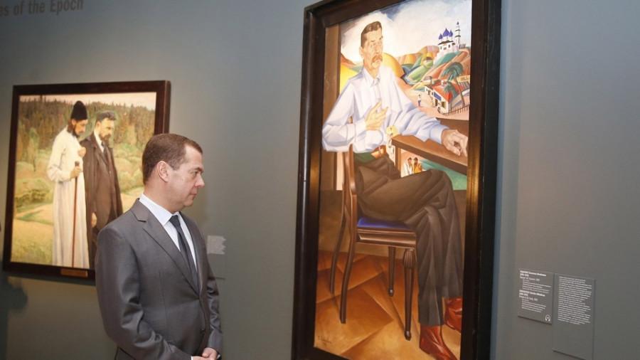 Дмитрий Медведев за работой.