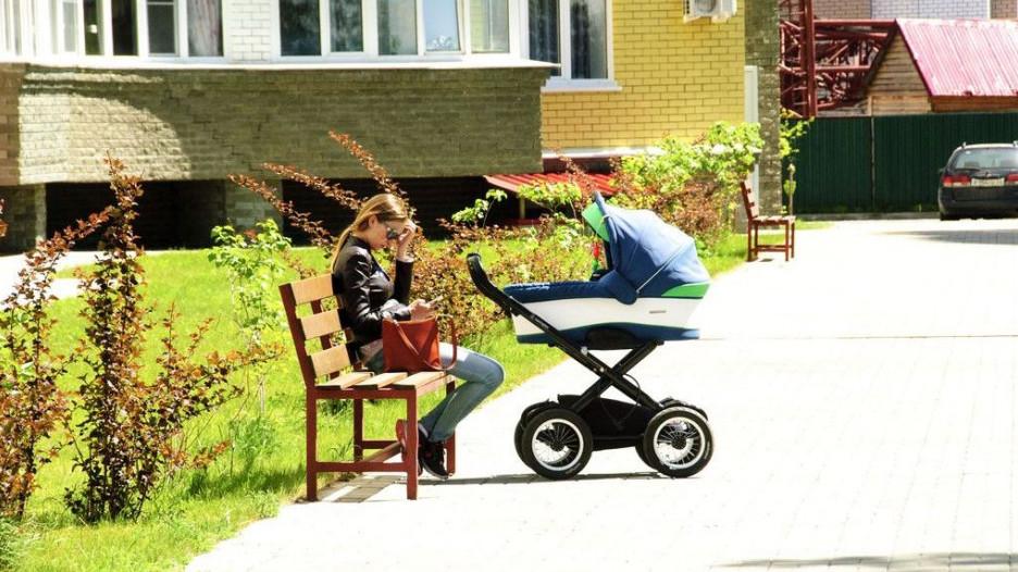 Недвижимость. Мама с коляской.