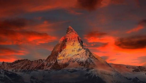Гора. Закат. Снег