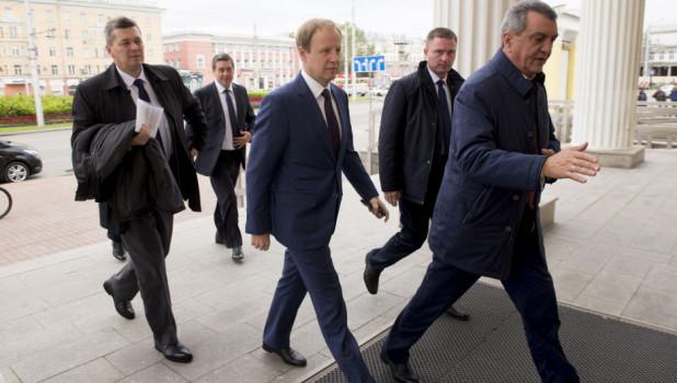 Виктор Томенко приподнялся в рейтинге влиятельности губернаторов
