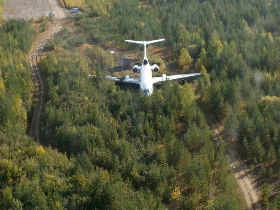 Аварийная посадка Ту-154М в заброшенном аэропорту в Коми в 2010 году.