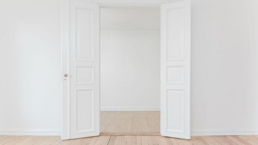 Недвижимость. Новостройка. Двери.