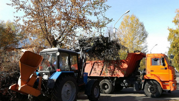 Уборка мусора в Барнауле.