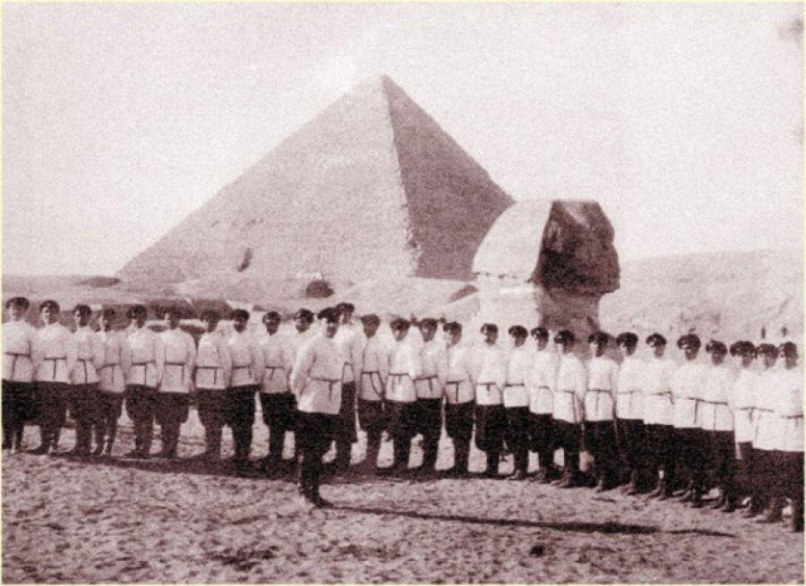 Хор донских казаков имени атамана Платова на гастролях, 1930 год, Гиза, Королевство Египет.