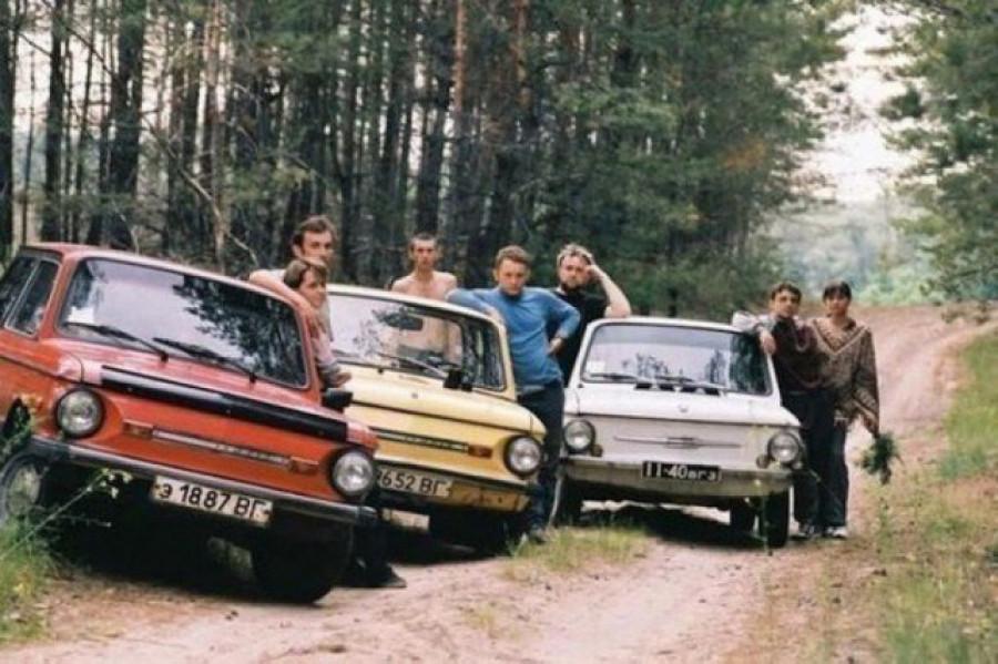 """""""Молодежь на модных тачках"""". СССР, 1990-е."""
