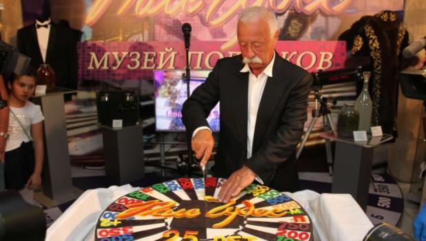 """Торт в честь юбилея телепередачи """"Поле чудес"""""""