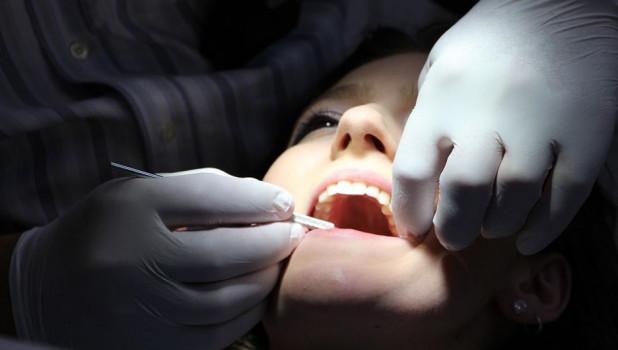 Стоматолог. Лечение зубов.