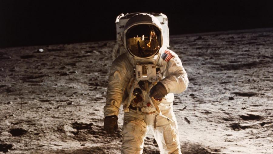Человек на Луне. Космос.