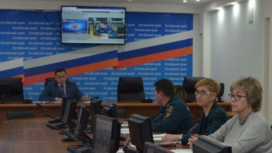 Максим Костенко проводит совещание.