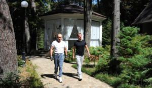 """Владимир Путин и Дмитрий Медведев в резиденции """"Бочаров ручей"""", 2015 год."""