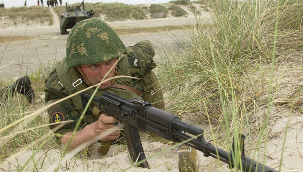 Российский морской пехотинец на манёврах БАЛТФОР-2003