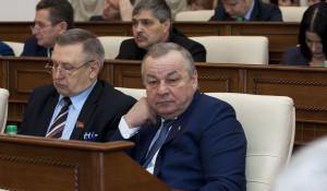 Владимир Попов (в центре).