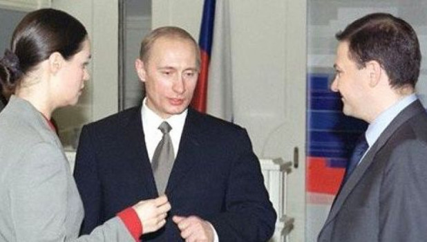 Телеведущие Екатерина Андреева и Сергей Брилёв с Владимиром Путиным, 2001 г.