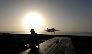 Военный истребитель ВС США.