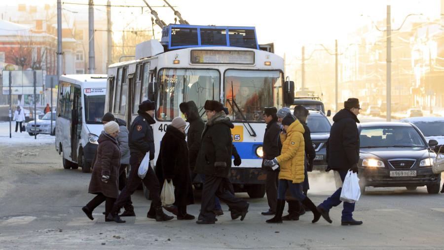 Зима. Пешеходный переход. Троллейбус.