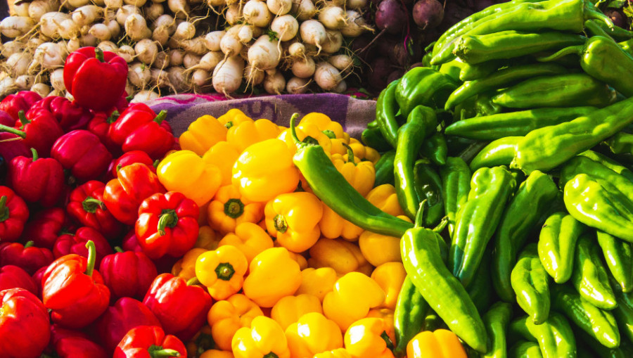Овощи в супермаркете.