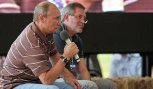 """Владимир Путин и пресс-секретарь """"Роснефти"""" Михаил Леонтьев."""