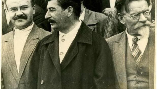 Иосиф Сталин на групповых снимках.