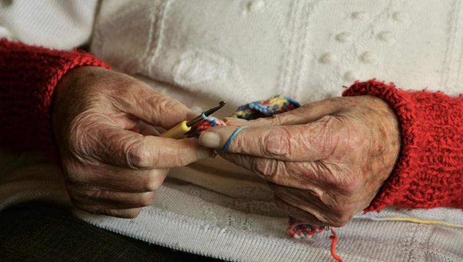 Пожилая женщина, пенсия.