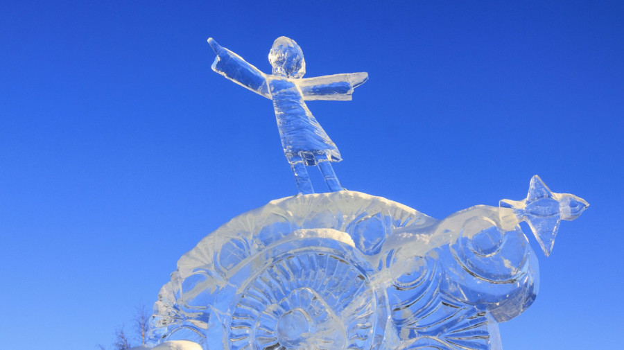 Снежный городок в Барнауле.