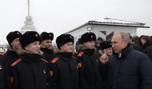 В ходе посещения Петропавловской крепости. С воспитанниками суворовского военного училища.
