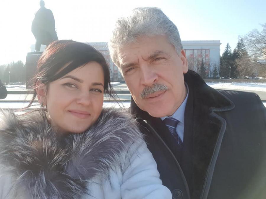 Мария Прусакова и Павел Грудинин в Барнауле.